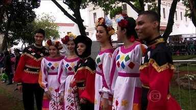 Festa em São Paulo faz homenagem aos imigrantes - No palco, na plateia, na vida, os imigrantes comemoram a festa dos que vieram de longe e misturaram suas culturas, além de ajudar a construir a história da maior cidade do país.