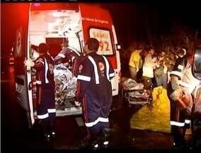 Liberados os corpos das quatro vítimas de acidente ocorrido nesta sexta (25) na BR-116 - Entre as vítimas, duas crianças. Acidente ocorreu entre um carro e uma carreta.