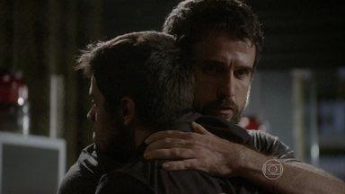 Cobra desabafa com Gael, que o acolhe - Dalva diz a Duca que jamais esquecerá Alan. Cobra conta a história de sua família para Gael e o mestre convence o rapaz a ficar em sua academia e mudar o rumo de sua vida
