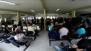 Hospitais de quatro cidades do DF apresentam vários problemas - Uma equipe do Bom Dia Brasil percorreu as unidades e encontrou problemas como falta de estrutura, número insuficiente de médicos e superlotação.
