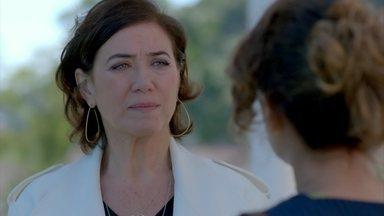 Maria Marta humilha Lorraine e acaba sendo chantageada - Milionária decide dar dinheiro para a ex-mulher de Ismael