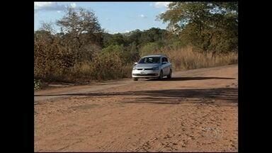 Motorista reclama da péssima condição da GO-142 - Rodovia dá acesso a Minaçu e Porangatu, cidades da região norte de Goiás.