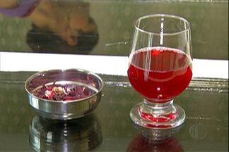 Confira diferentes receitas de chá - A preparação é ótima com o clima ameno, mas deve ser consumida com moderação. Tipo de embalagem das ervas diferencia o sabor.
