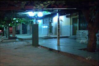 Homem mata mulher, troca tiros com a polícia e acaba sendo morto, em Missão Velha - Crime aconteceu em uma churrascaria da cidade.