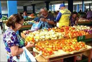 CETV mostra as verduras que tiveram redução de preços no mercado do Crato - Tomate é um dos produtos com maior redução.