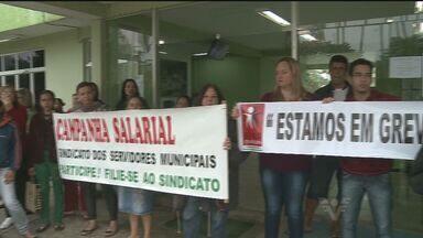 Servidores de Pedro de Toledo mantém greve - Eles estão há quatro dias sem trabalhar