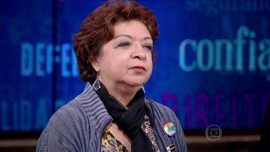 Mãe de morto por policial em favela expressa sua frustação com o caso - 'Temos que garantir o direito de vida a todos, inclusive aos criminosos', declara o delegado Zaccone
