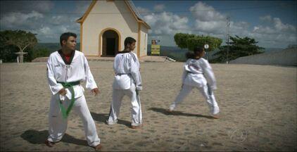 Mestre em taekwondo desonvolve projeto social em Guarabira - Mestre Jonatan é faixa preta, quinto dan, e atende gratuitamente cerca de 60 crianças, adolescentes e jovens no projeto Lutando Pela Paz.