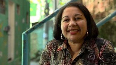 Brasileira se alfabetiza aos 40 anos - Lausenira realiza o sonho de ler