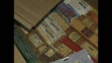 Sindicância para apurar responsabilidade por contaminação de 20 mil livros é prorrogada - Os livros, que faziam parte do acervo da biblioteca pública de Ponta Grossa, devem ser encaminhados para reciclagem