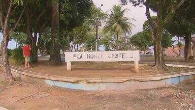 Reforma da praça Monte Castelo ficou pela metade - Há muita sujeira, lixo e falta de estrutura onde deveria ser uma área de lazer.
