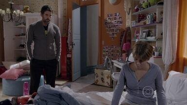 Gael insiste que Karina vá à aula - Bianca intercede com o pai e diz que a irmã está triste, mas Gael convence a filha mais nova a superar as dificuldades