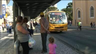 Com um jeitinho aqui, outro ali, ônibus começam a aceitar apenas o cartão transporte - O primeiro dia sem dinheiro nos foi relativamente tranquilo.