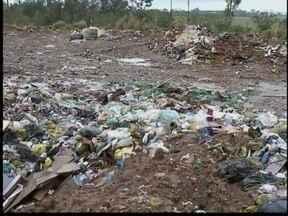 Cidades buscam alternativas para novas normas de descarte do lixo - Municípios devem regularizar disposição de resíduos sólidos.