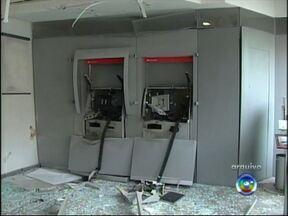 Grupo armado explode caixas automáticos no Centro de Conchas - Caixas automáticos de uma agência bancária foram explodidos na madrugada desta sexta-feira (1°) no Centro da cidade de Conchas (SP). Segundo a Polícia Militar, a ação dos criminosos aconteceu por volta das 2h.