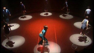 Teatro apresenta músicas de Roberto Carlos no palco - Teatro apresenta músicas de Roberto Carlos no palco.