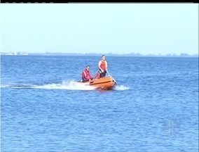 Bombeiros buscam por duas pessoas desaparecidas na Região dos Lagos, RJ - Bombeiros continuam as buscas por duas pessoas que estavam em um barco que, supostamente, virou na Lagoa de Araruama.