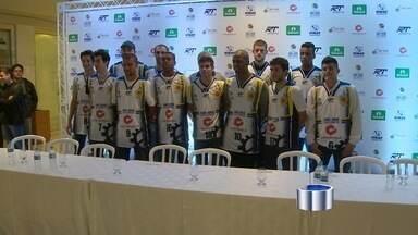 Com elenco reformulado, São José Basquete se apresenta aos torcedores - Jogadores recém-contratados, remanescentes e das categorias de base participam de evento em shopping da cidade.