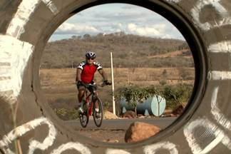Ciclistas pedalam por cinco dias para a romaria ao Bom Jesus da Lapa - Romaria ao Bom Jesus é uma das principais e mais antigas do país.