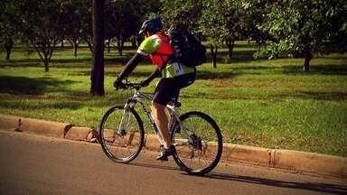 """""""No Pedal"""":Com muitas vantagens, o uso da bicicleta vira moda em Brasília - Sem congestionamentos e por ser mais versátil, os brasilienses aderem ao ciclismo."""