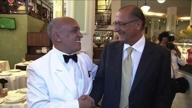 Geraldo Alckmin faz campanha na região do Vale do Anhangabaú - Alckmin cumprimentou eleitores e na conversa com os jornalistas falou sobre propostas na segurança pública.