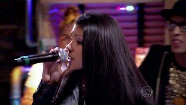 Mc Pocahontas canta o sucesso 'Mulher no Poder' - Funkeira participa do Na Moral sobre consumo
