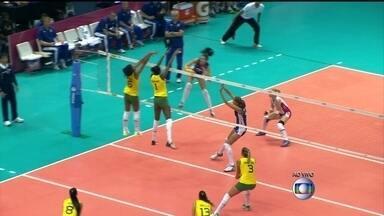 4/1 no 1º set: Fabiana e Fê Garay, no duplo, bloqueiam ataque russo - 4/1 no 1º set: Fabiana e Fê Garay, no duplo, bloqueiam ataque russo