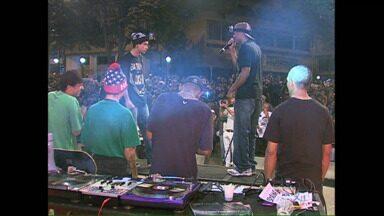 Batalha de Rap reune milhares de pessoas na Concha Acústica em Londrina - Cerca de 3 mil pessoas viram a batalha entre os oito finalistas co concurso.