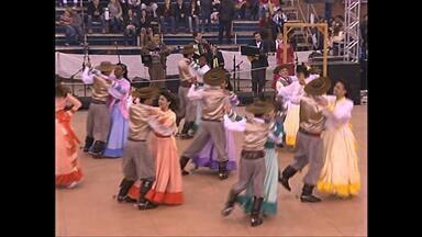 Domingo acontece a final do Juvenart em Santa Maria (RS) - O concurso reúne 93 grupos de dança da categoria juvenil.