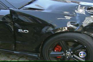Motorista de Mustang atropela e mata mociclista na Zona Sul da capital - O acidente aconteceu em um cruzamento no Itaim Bibi, bairro nobre da Zona Sul de São Paulo. O motorista, que abandonou o carro e fugiu sem prestar socorro, apresentou-se à polícia nesta segunda-feira (11).
