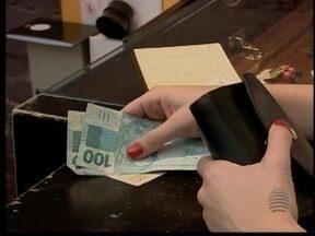 Campanha é realizada em Adamantina para ajudar consumidores endividados - Ação visa facilitar a forma de resolver os problemas com as contas.