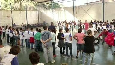Atividades marcam Dia Nacional do Estudante em Barra Mansa, RJ - Alunos do Colégio Estadual Silvestre Camargo, no bairro Cotiara, participaram de jogos educativos e brincadeiras.