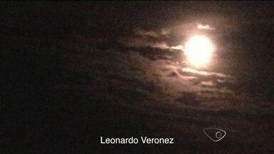 Super lua é vista e registrada em céu do ES - Telespectadores flagraram o fenômenos, que abrilhantou a noite do Dia dos Pais.