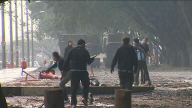 Após briga com feridos, autoridades cogitam Gre-Nal com torcida única - Briga antes do clássico ocorreu nas proximidades do Beira-Rio e deixou três feridos.