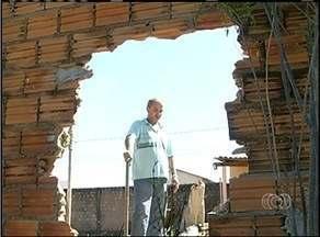 Ladrões utilizam marreta para quebrar muro e furtar casa em Araguaína - Ladrões utilizam marreta para quebrar muro e furtar casa em Araguaína