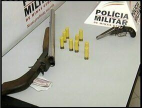 Duas armas são apreendidas e dois suspeitos são presos em Valadares - Arma caseira e uma garrucha foram apreendidas no Bairro São Paulo.