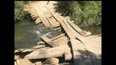 Queda de ponte isola comunidade na Bahia - A queda de uma ponte deixou praticamente isolada uma comunidade rural de Barreiras, no oeste da Bahia. O escoamento da produção agrícola está prejudicado.