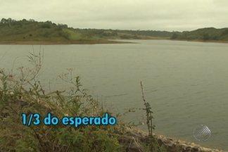 Barragem que abastece Vitória da Conquista tem queda no nível de água - Até agora só choveu um terço do que é esperado para todo o ano.