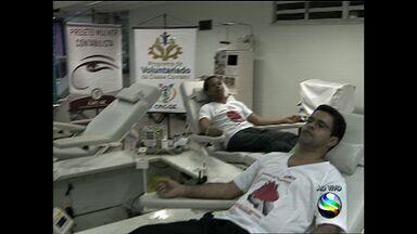 Voluntários fazem doação de sangue no Hemose - Voluntários fazem doação de sangue no Hemose.