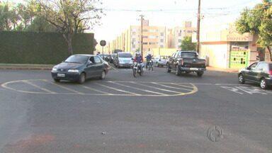 Moradores reclamam do trânsito em cruzamento no Jd. São Silvestre - O cruzamento é o da Avenida Petrônio Portela com a Rua josé Alves Nendo.