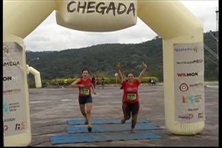 Competidores se divertem em corrida de obstáculos realizada em Arujá - Extreme Race contou com um percurso de oito quilômetros e diversos desafios para os participantes