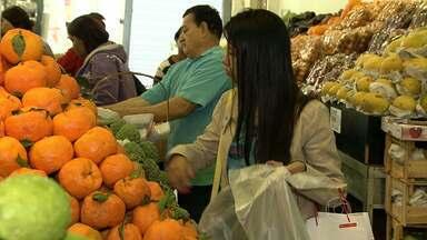 Pesquisa aponta variação nos preços de frutas, legumes e verduras - Custo do repolho chega a variar 120%, segundo o levantamento do site Mercado Mineiro.