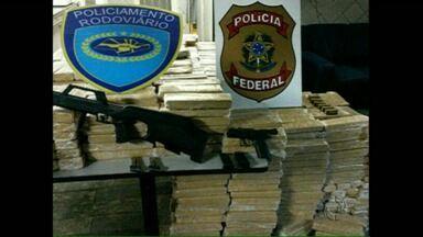 Operação da Polícia Federal contra o tráfico de drogas prende sete pessoas no Paraná - A Operação Urutau contra o tráfico internacional de drogas foi realizada em cinco estados. No Paraná ela foi comandada pela Polícia Federal de Londrina. Sete pessoas foram presas e drogas, armas e veículos foram apreendidos