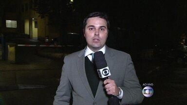 Corpos de Eduardo Campos e outras seis pessoas chegam ao IML - Na noite de quarta-feira (13), os corpos de Eduardo Campos e das outras seis pessoas que morreram no acidente já estão no Instituto Médico Legal de São Paulo para identificação.