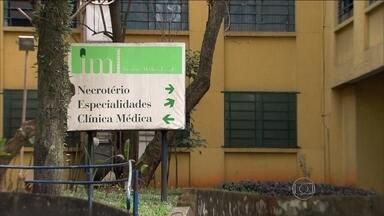 Trabalho segue sem folgas no IML para identificação de corpos de acidente aéreo - Na unidade central do IML, em São Paulo, o trabalho segue sem folgas para os 50 profissionais envolvidos na identificação dos corpos.