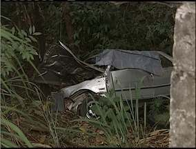 Homem morre em acidente de carro em Coronel Fabriciano - Vítima de 31 anos perdeu o controle em uma reta, no bairro Mangueira.