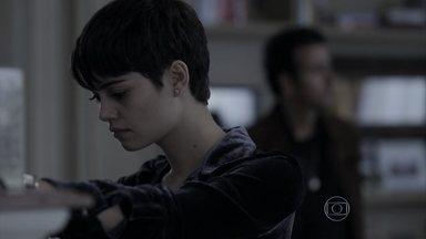 Capítulo de 15/08/2014 - Duda conta para Pedroso que reatou com Bruno na festa