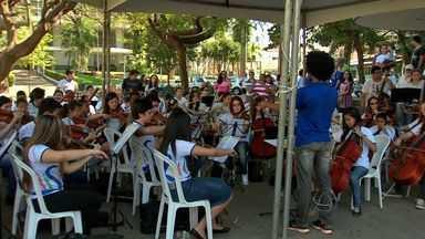 Instituto Ciranda se apresenta em praça no centro de Cuiabá - O Instituto Ciranda se apresentou em uma praça no centro de Cuiabá.