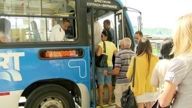Quatro linhas do BRT Transcarioca entram em funcionamento - Quatro linha alimentadoras do BRT Transcarioca entraram em funcionamento nesta segunda-feira (18), em substituição a antigas linhas convencionais. Alguns usuários ficaram insatisfeitos.