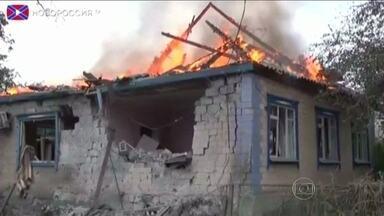 Ucrânia acusa rebeldes de ataque que matou dezenas de civis - Segundo o exército ucraniano, um míssil atingiu um comboio de refugiados que deixavam o leste do país.
